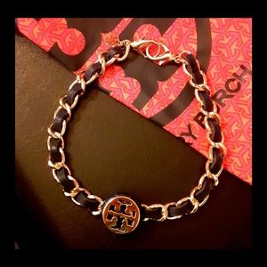 Gorgeous New! 💫Tory Burch Navy Leather Choker!